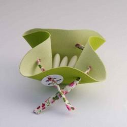 Contenant à dragées vert avec ruban à fleurs roses à personnaliser