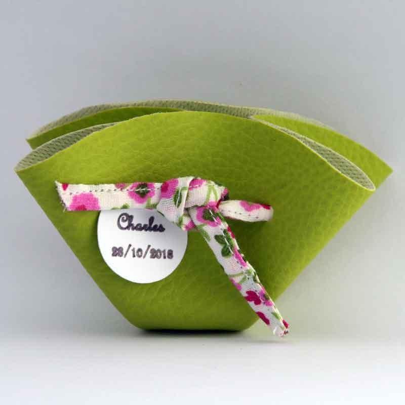 Bourse à dragées verte avec ruban à fleurs roses personnalisable
