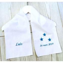 Echarpe de baptême brodée avec prénom, date et motif étoiles pour bébés