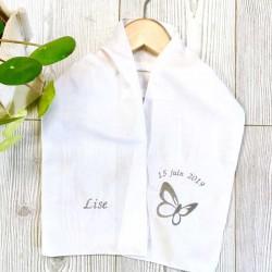 écharpe de baptême pour bébés personnalisée avec prénom, date du baptême et motif brodé