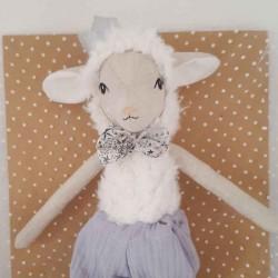 Poupée en tissus artisanale agneau