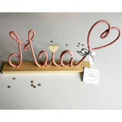 Décoration murale tricotin prénom avec coeur sur socle