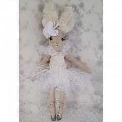 Petite poupée de collection biche danseuse