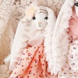 Petite poupée de collection lapine