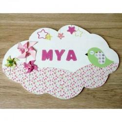 Plaque de porte petit oiseau et fleurs pour bébé en bois et papier