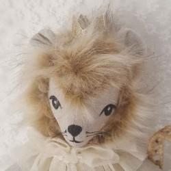 Poupée doudou lion