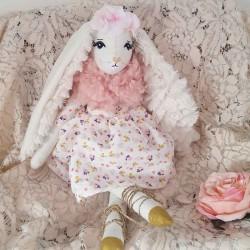 Poupée décorative lapine robe à fleurs fabriquée en France