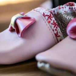 Chaussons bébé cuir fille roses et dorés personnalisables