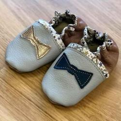 Chaussons bébé en cuir souple et liberty motif noeud pap personnalisables