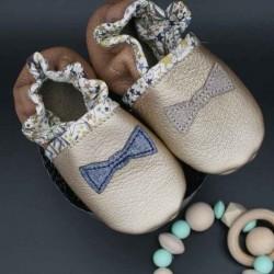 Chaussons bébé en cuir souple et liberty motif noeud pap made in France