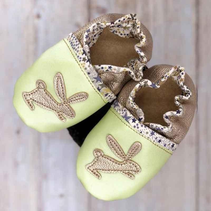 Chaussons bébé en cuir souple et liberty motif lapins