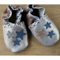Chaussons bébé en cuir souple et liberty motif petites étoiles brillantes