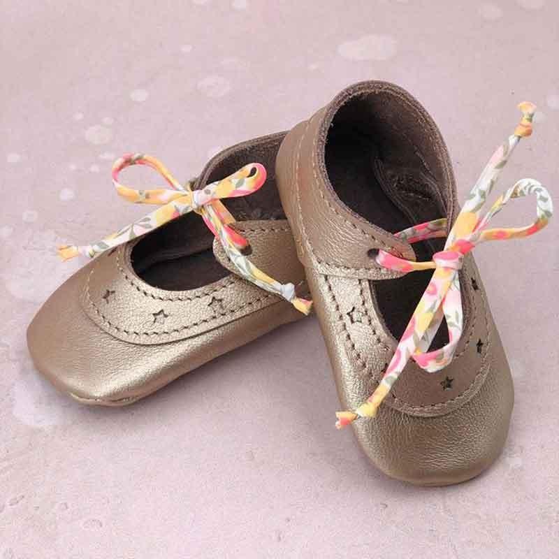 Ballerines bébé en cuir avec lacets